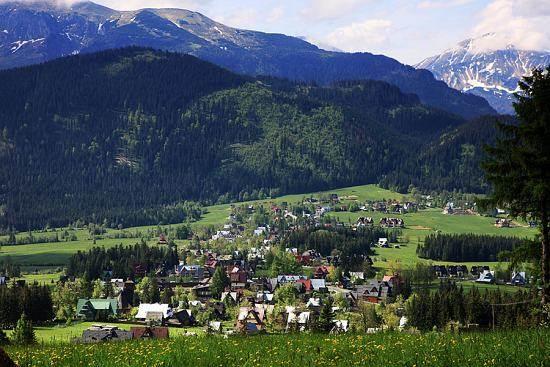 Widok na góry z miejscowości Małe ciche